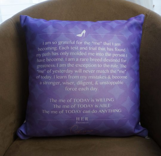 queen-pillow-back